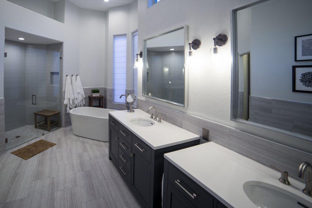 Mohr Master Bathroom 9